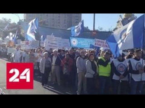 У здания Верховной Рады митингуют медики - Россия 24