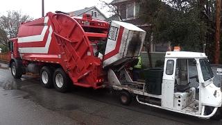 Mack MR McNeilus Rear loader