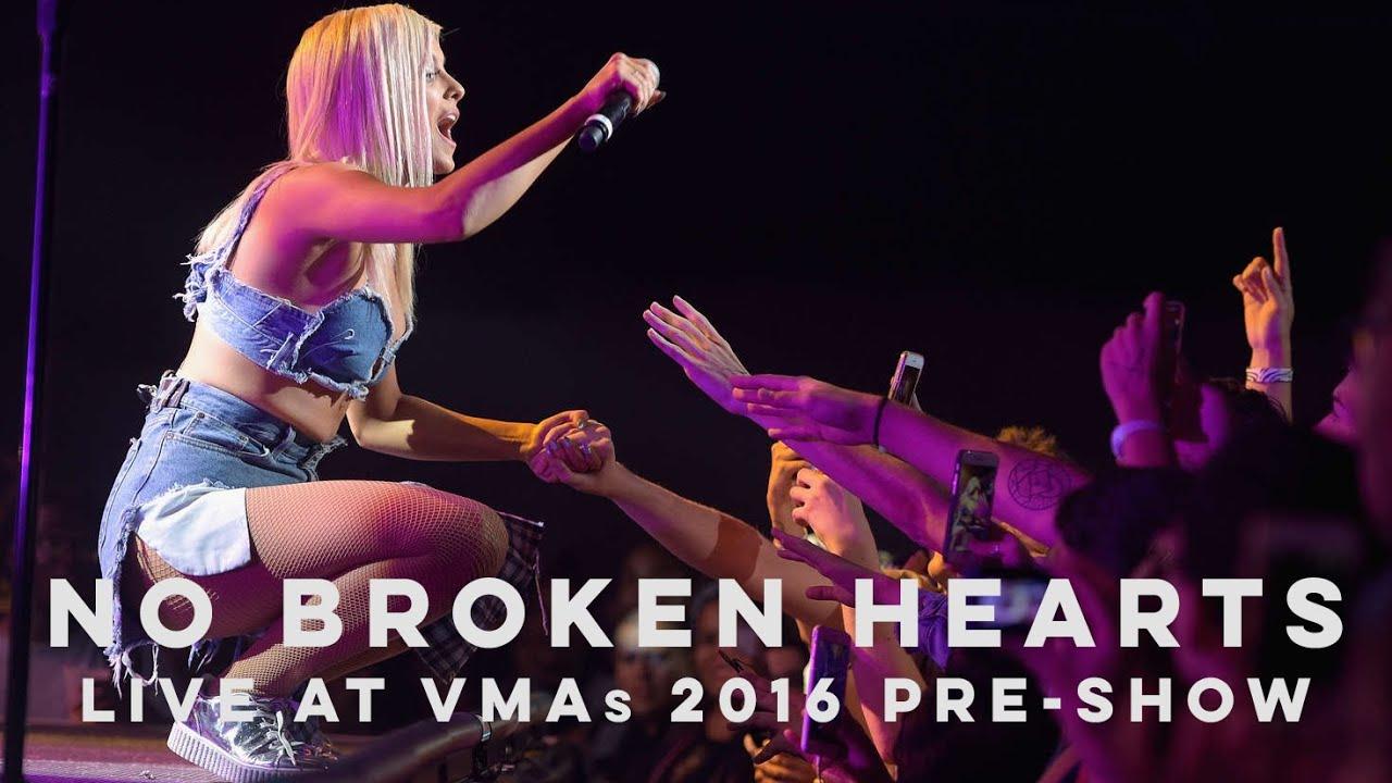 Bebe Rexha Live! | No Broken Hearts at the MTV VMAs 2016 Pre-Show