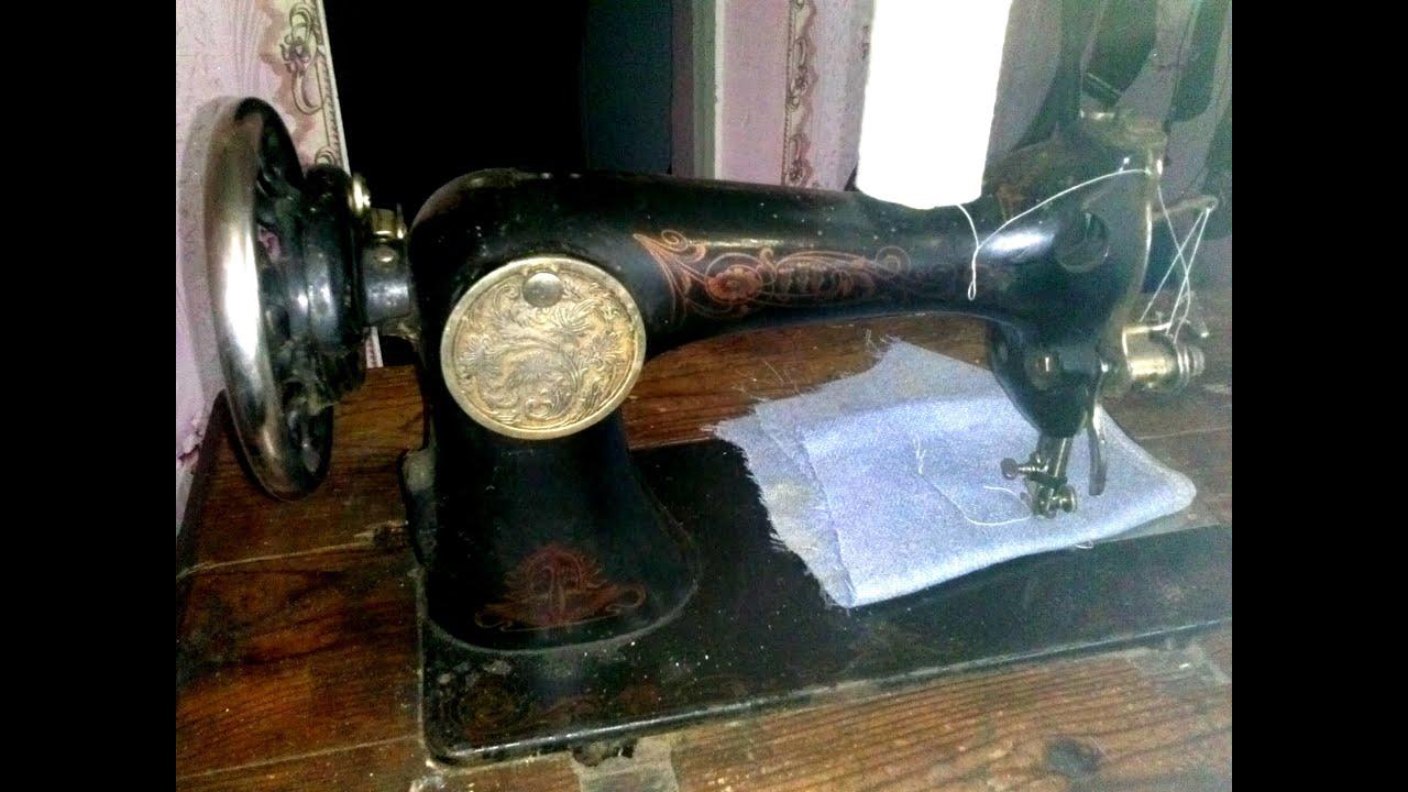 Швейная машинка singer. Швейная машина (в быту швейная машинка) (англ. Sewing machine) — техническое устройство для соединения и отделки материалов методом шитья. Швейные машины применяются в швейной, трикотажной, обувной и. Изначально в швейных машинах использовался челнок, по конструкции.