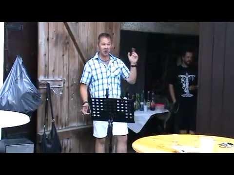 Gickel singt dem Andi zum 50. Geburtstag ein Ständchen