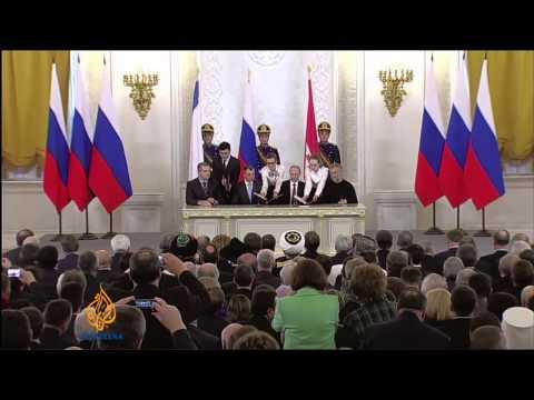 Putin signs Russia-Crimea treaty