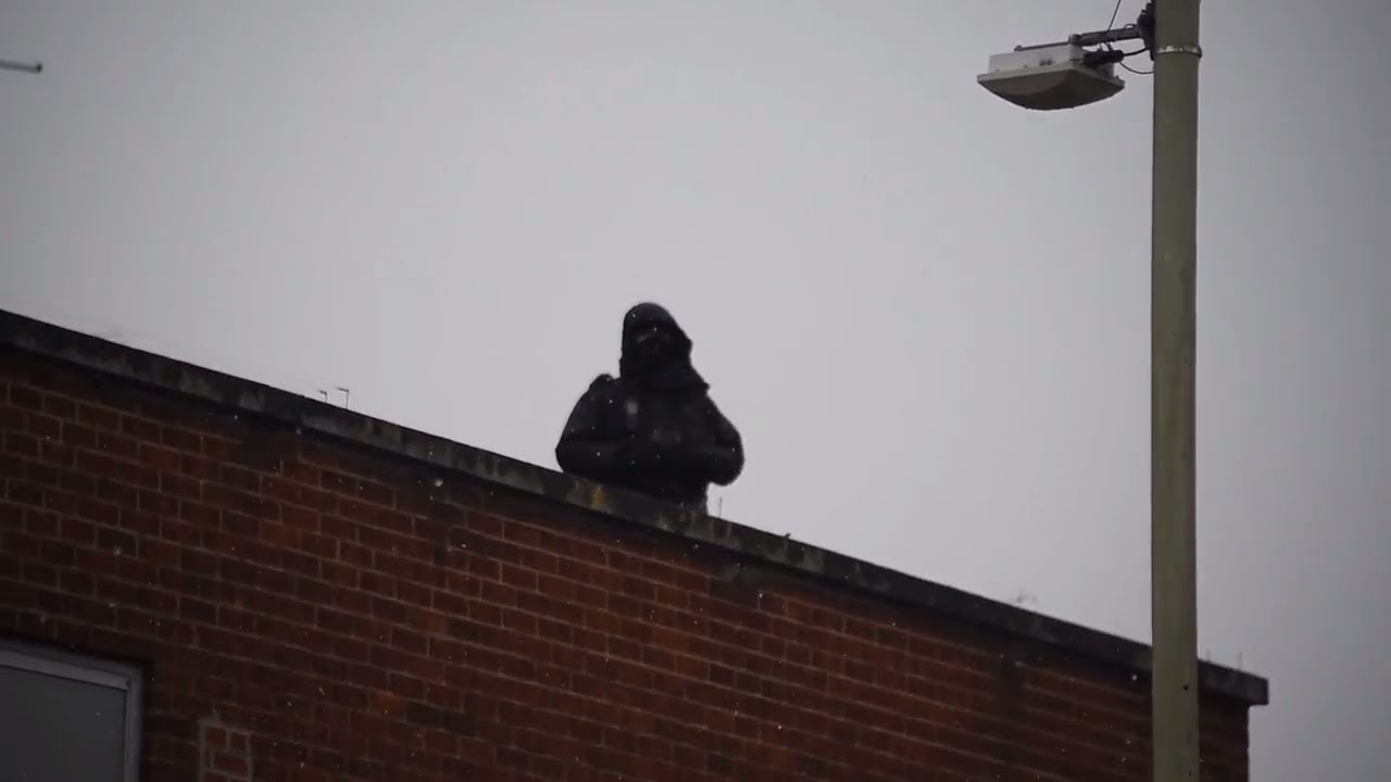 Police officers train on Primark roof in Norwich city centre - YouTube