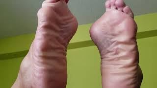 WRINKLED LATINA SOLES IN THE AIR...