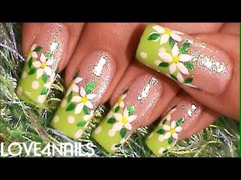 Arte De Uñas para la Primavera en Color Verde con Flores Margaritas