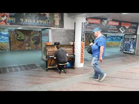 Busker playing Putting