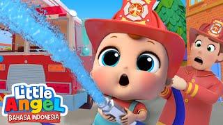 Download Mp3 Baby John Bertemu Pemadam Kebakaran | Lagu Pemadam Kebakaran | Little Angel Baha