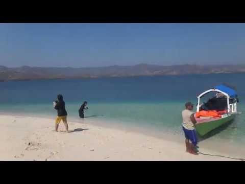 Explore Timor-Flores : Pasir Putih Ngada, Taman Nasional 17 Riung.