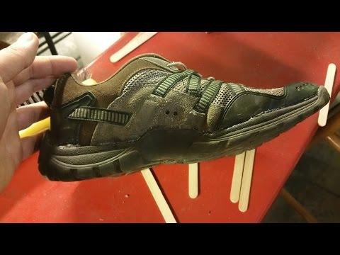 Réparation d'une chaussure avec de la colle epoxy et du tule