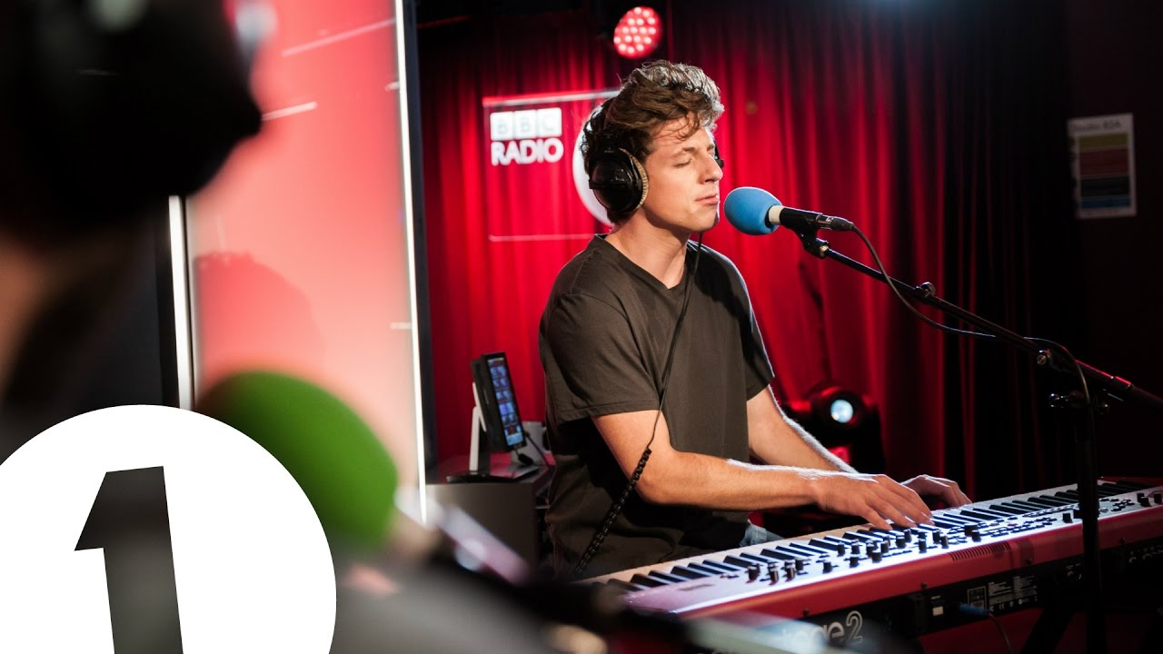 Charlie Puth covers The 1975's Somebody Else in the Live Lounge Chords - Chordify