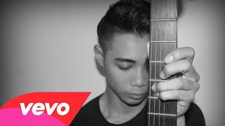 Repeat youtube video Jumali SanoTri - Penggantiku (Official MTV)