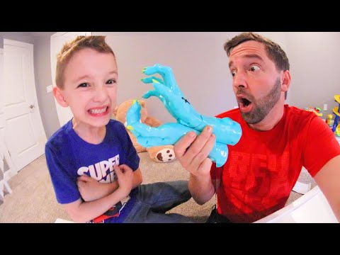 FATHER SON PLAY ZOMBIE GOTCHA / Don't Get Grabbed!