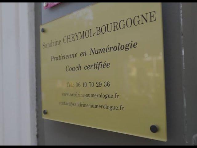 Je vous présente cette courte vidéo D'une (presque) journée avec Sandrine Cheymol-Bourgogne