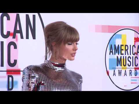 Taylor Swift in 2018 AMAs Red Carpet