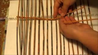 Плетение большого сундука из газетных трубочек. Урок 2.  Плетем прямоугольное дно на станочке.