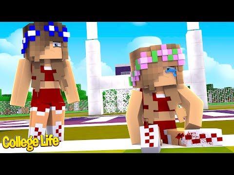LITTLE KELLY BREAKS HER LEG! College Life| Minecraft Little Kelly thumbnail