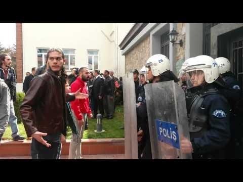 Anadolu Üniversitesi'nde bakan ve valiyi koruyan polislerin kalkanı alınıyor