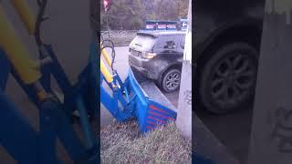 Смотреть видео Трактор и дискавери авария онлайн