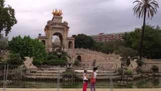 Barcelona ♡ Достопримечательности(Всем привет) В этом видео я вам покажу достопримечательности Барселоны (дома архитектора Антонио Гауди..., 2013-09-29T00:00:31.000Z)