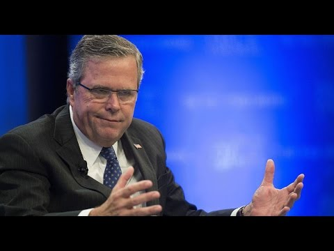 "Jeb Bush Awkwardly Tells Audience To ""Please Clap"""
