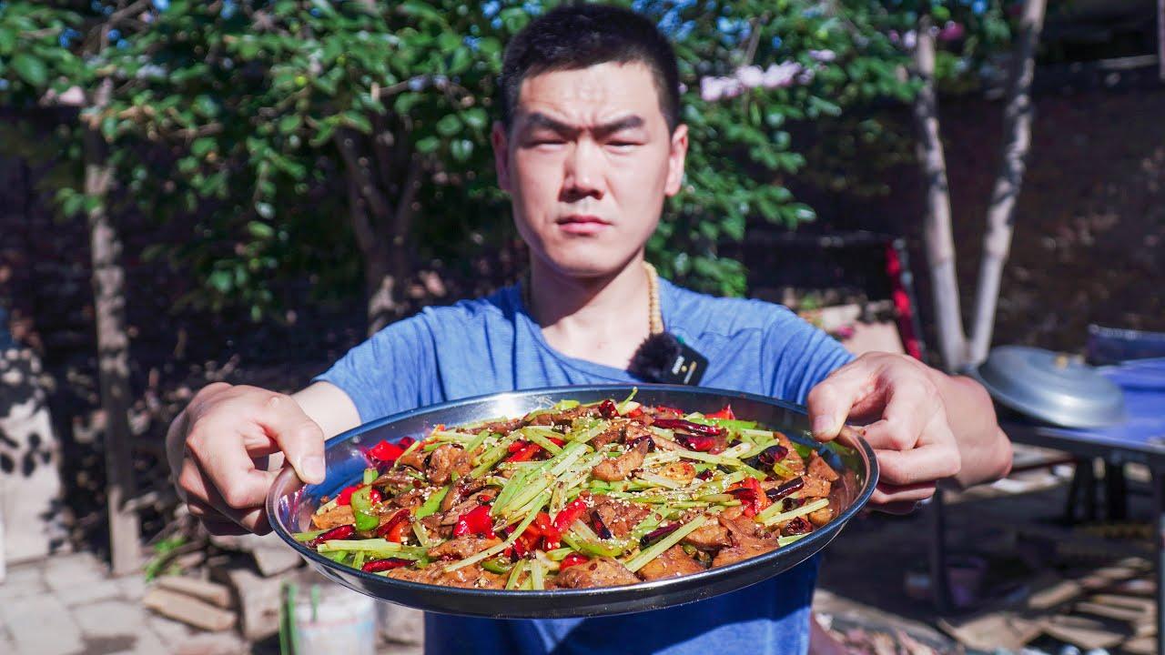 """【食味阿远】大伯送了一套猪肺,阿远拿来做道""""麻辣猪肺"""",大伯直呼:成功了   Shi Wei A Yuan"""
