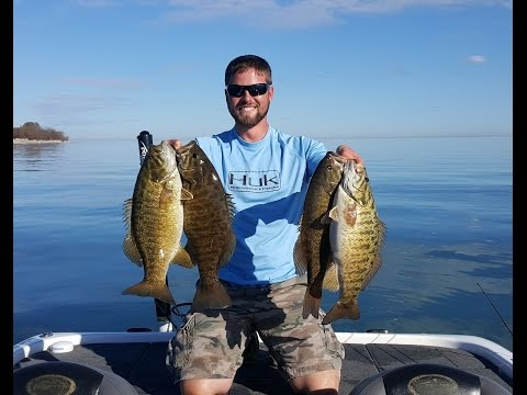 Lake Erie Smallmouth Bass Fishing *22LB LIMIT*