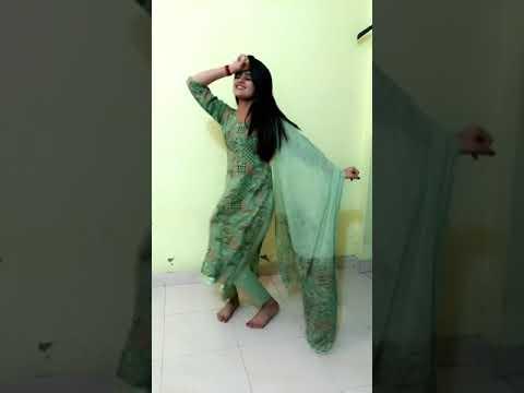 Long Lachi - Beautiful Girls Dance In Hostel