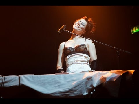 Amanda Palmer & The Grand Theft Orchestra - The Bed Song (Live in London) | Moshcam