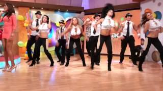 Bailan las rochas y las chetas: Grupo Latinos.