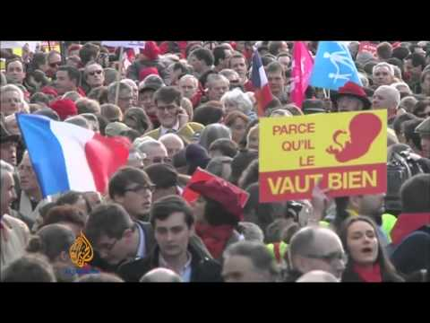 Hollande meets pope amid Catholic criticism
