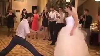 жених и невеста танцуют на спор лезгинку бешенная невеста