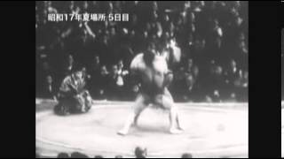 Nayoroiwa vs. Kyushuzan : Natsu 1942 (名寄岩 対 九州山)