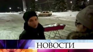 В Самаре женщина привезла гроб к зданию правительства региона.