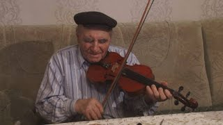 Халику Гафарову помогли вернуться на Родину  скрипка и кларнет