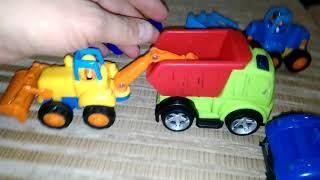 ►Игрушечная техника. Детский трактор и игрушечный самосвал. Дети играют