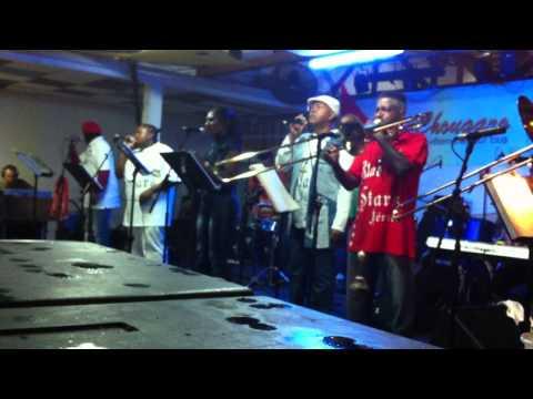 Extrait ambiance Blue Stars - Face à face des Tololos - Carnaval 2012 - Cayenne