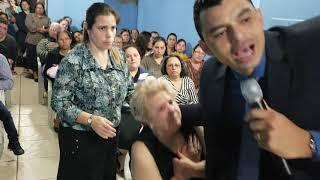 DEMÔNIO DA MORTE INVADE UM CULTO E TENTA MATAR UMA IDOSA!!!