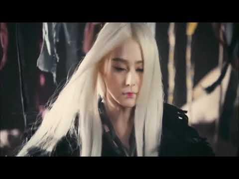 La bruja de los cabellos blancos You ll never know what hit you ... 501b5a2f55bf