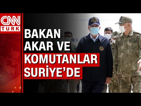 Bakan Hulusi Akar, Suriye sınır hattında komutanlarla bir araya geldi