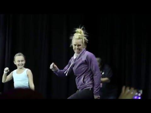 La verdugo de Ronda Rousey vuelve a la acción y se prepara a puro baile