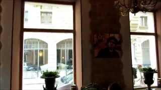 Достопримечательности Риги: Блюменштрассе на Бейкер стрит.(Улица Яуниела, в Риге, знакома большинству граждан бывшего СССР потому что на этой улице снималось огромное..., 2015-04-19T16:24:40.000Z)