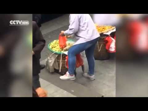 MERCHANT FRUIT CHEAT, EXCHANGE CUSTOMER SHOPPING BAGS, WITH MAGIC TRICK