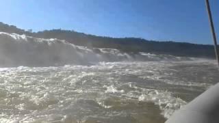 Baixar Navegando por el Rio Moconá regresando a desembarcar