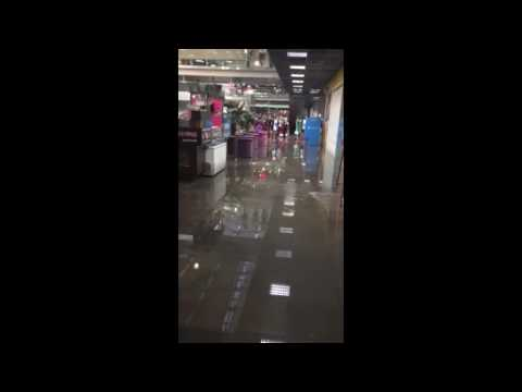 Ворошиловский торговый центр затопило ливнем