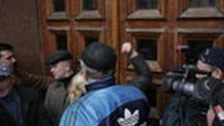 Разъяренные киевляне сорвали заседание мэрии