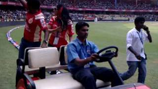 Actress Ramya and Actor Puneet Rajkumar @ Chinnaswamy stadium