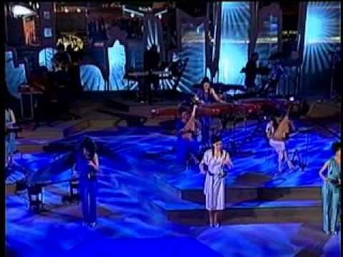 12 Girls Band - Fragile (Live From Shanghai)