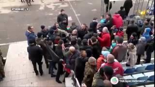 После матча «Верес» – «Колос» болельщики атаковали арбитра,