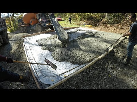 pouring-a-concrete-slab-for-a-new-garage