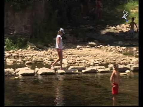 Yoga en la piscina natural el lago de jara z de la vera for Piscina natural jaraiz de la vera
